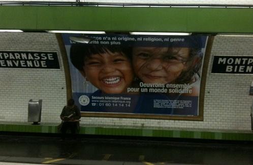 Le Secours islamique s'affiche dans le métro