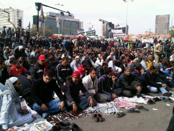 Tahrir : vendredi, on y prie