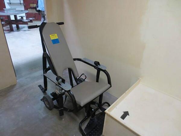 chaise guantanamo