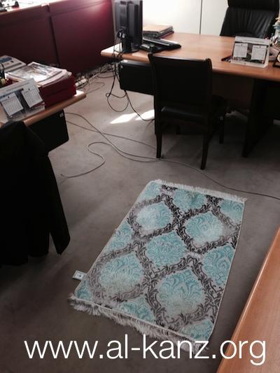 au boulot vous priez l. Black Bedroom Furniture Sets. Home Design Ideas