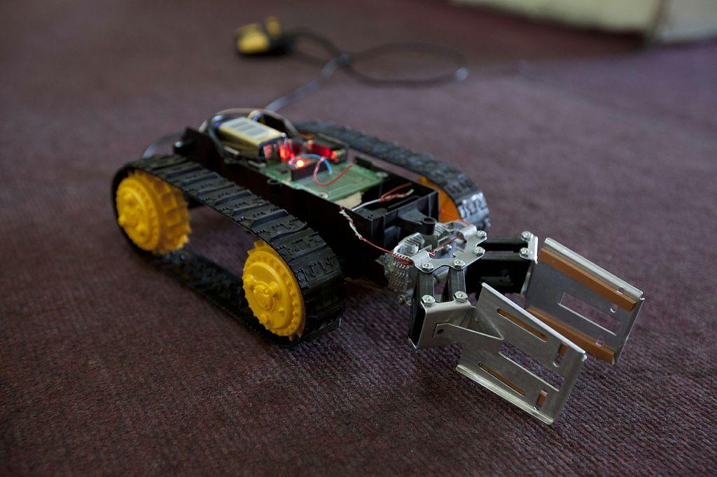 Tena robot syria
