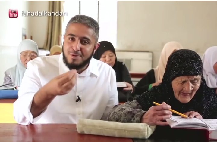 une grand-mère chinoise apprend le Coran