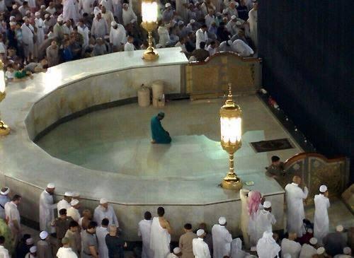 تصاویر نقاشی کعبه La Mecque : un homme d'entretien honoré prie seul dans l ...