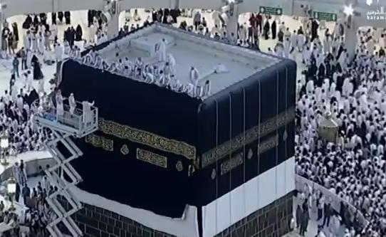 Hajj eau de zamzam eau de rose et nouvelle parure pour for L interieur de la kaaba